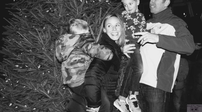 Retro FH Family Tree Lighting Pose
