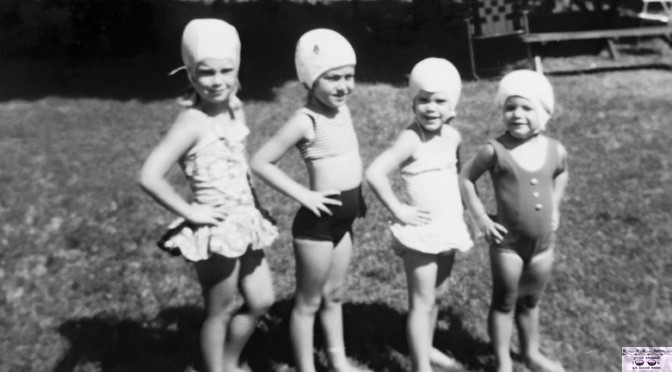 Retro Fair Haven Bathing Beauty Buds