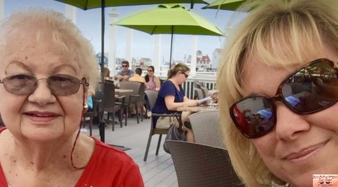 Simple Summer: Iconic Mom-Daughter Lunch Date